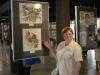 Justyna Galczak prezentuje swoją pracę.