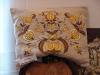 A to poduszka wykonana haftem kaszubskim.