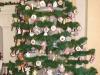 Jeszcze jeden rzut oka na świątecznie przystrojoną choinkę, zapowiedź bliskich Świąt.